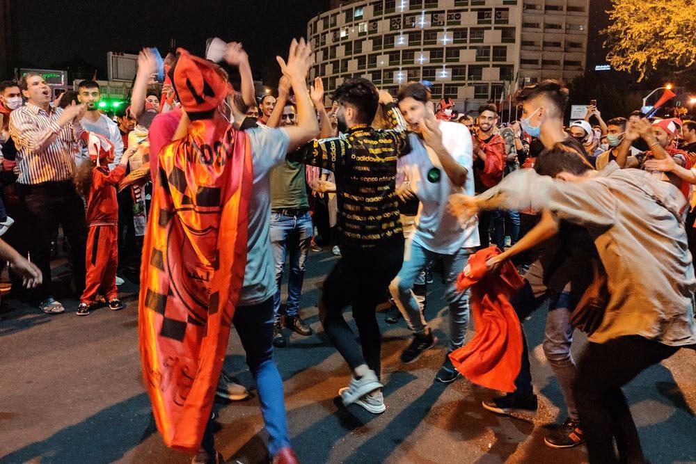 شادی هواداران از خیابان تا آرامستان؟!